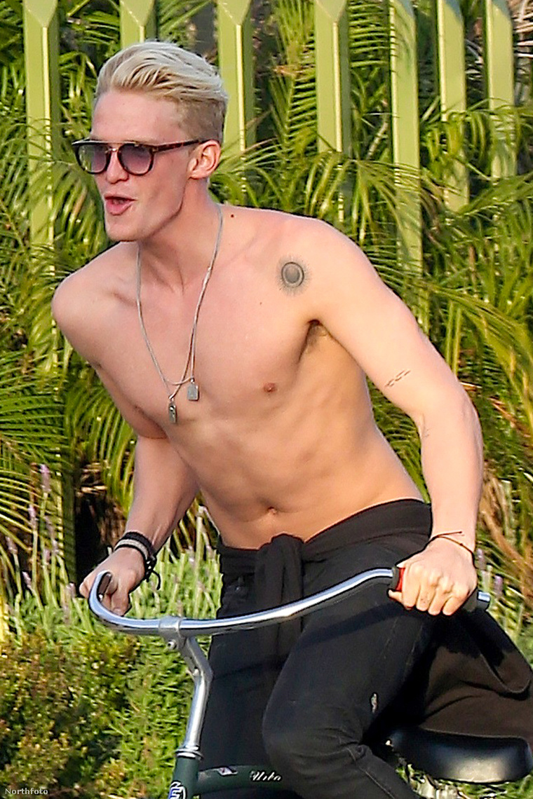 Cody Simpson egy haverját vontatta maga után – nem balesetveszélyes ez?