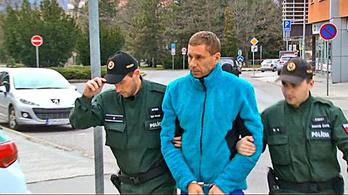 Teherbe ejtette 13 éves volt tanítványát a 42 éves tornatanár