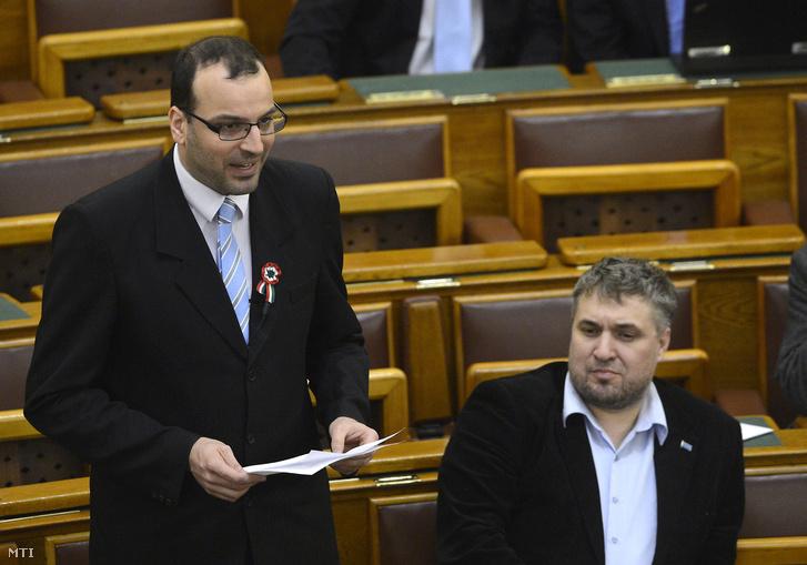 Ikotity István az LMP képviselõje az Országgyûlés plenáris ülésén 2016. március16-án.