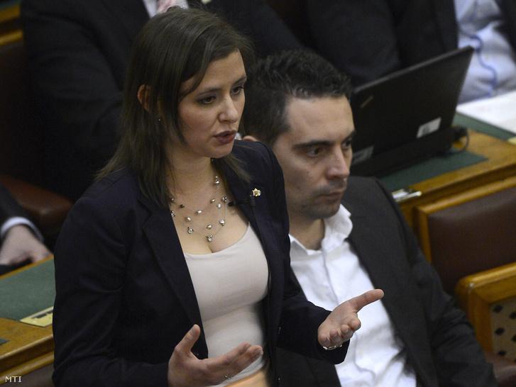 Dúró Dóra a Jobbik frakcióvezetõ-helyettese.