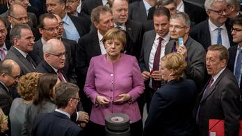 Rengeteg repedés jelent meg az uniós menekültpolitikán