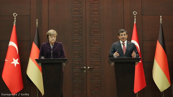 Angela Merkel és Ahmet Davutoğlu