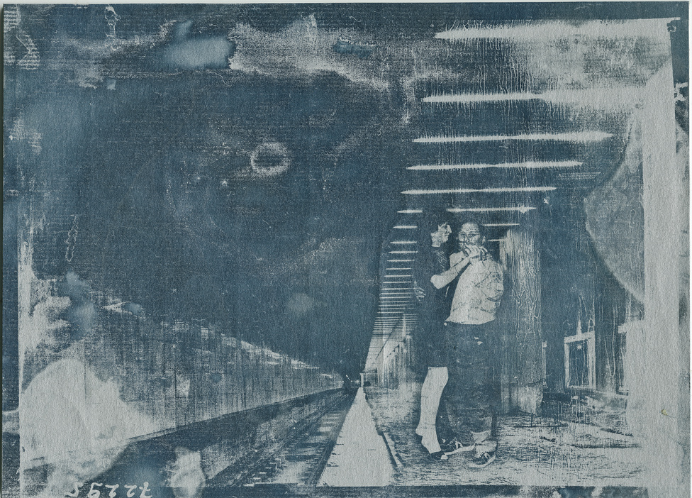 """VACHTER JÁNOS: Triptichon MSZ (1-3)                         2016                          18x24 cm; cianotípia""""A képek helyszíne egy metróépítkezés, ahol a múltból felvillanó események és                          személyek jelennek meg, fotómontázs segítségével. A látvány kissé utópisztikus,                          fellelhető kapcsolódási pontokkal a jelenbe."""""""