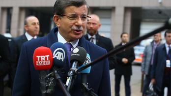 Már vasárnap elkezdhetik visszaküldeni a bevándorlókat Törökországba