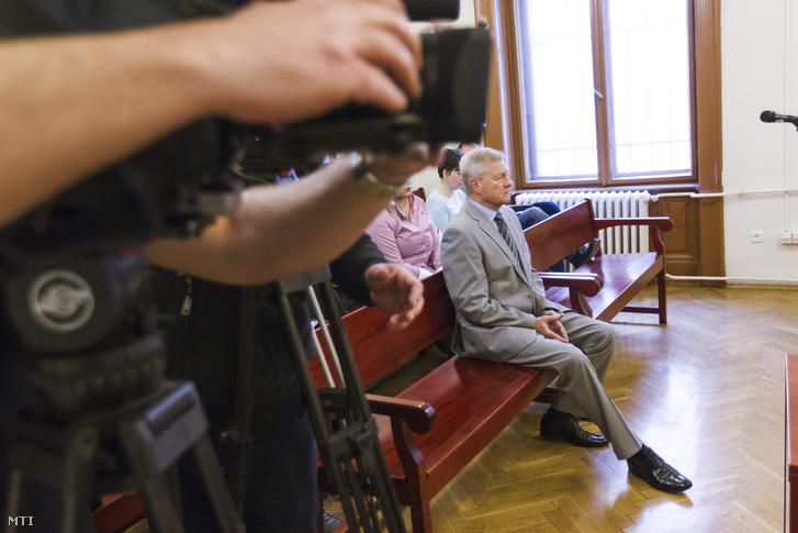 Herényi Károly az ellene és Dávid Ilona az MDF egykori elnöke ellen az UD Zrt.-üggyel összefüggésben folyó büntetõügy tárgyalásán a Fõvárosi Törvényszéken 2016. március 18-án.