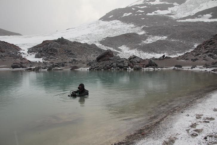 Tósoki Ernő rekordkísérlete a 6380 m magasan fekvő tóban