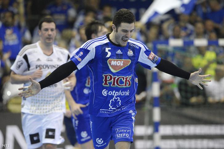 Niko Mindegia Elizaga a Szeged játékosa örül egy gólnak a kézilabda BL-nyolcaddöntõ elsõ mérkõzésén. Pick Szeged–THW Kiel 33-29