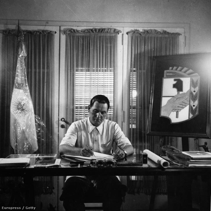 Juan Perón elnök Buenos Airesben, 1946-ban