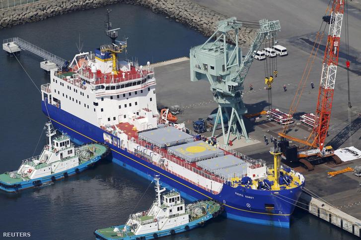 A Pacific Egret nevű brit hajó Tokai kikötőjében