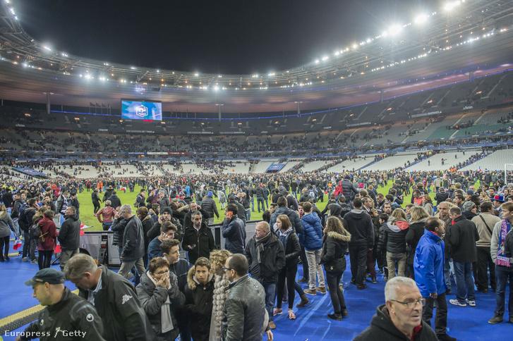 A robbantások utáni percekben készült felvétel a francia nemzeti stadionban, a Stade de France-ban, 2015. november 13-án.