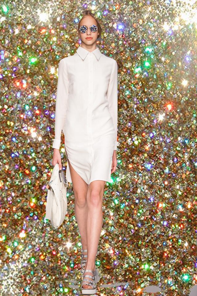 Fehér ingruha a Je Suis Belle tavaszi-nyári kollekciójában.