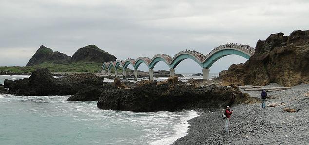 Szanhsziantai egyik turistalátványossága ez a gyaloghíd