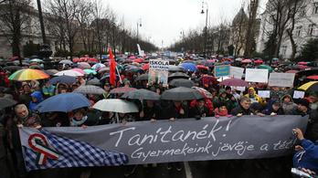 Hiába a sztrájkfenyegetés, a kormány nem enged a tanároknak