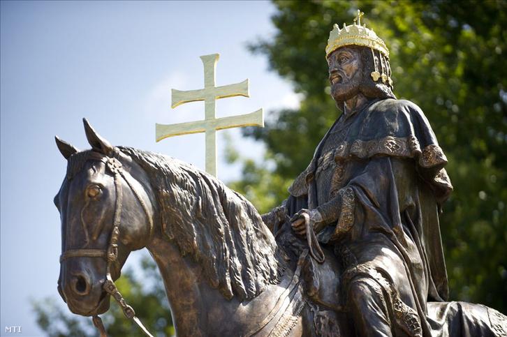 Szent István szobra Kisteleken