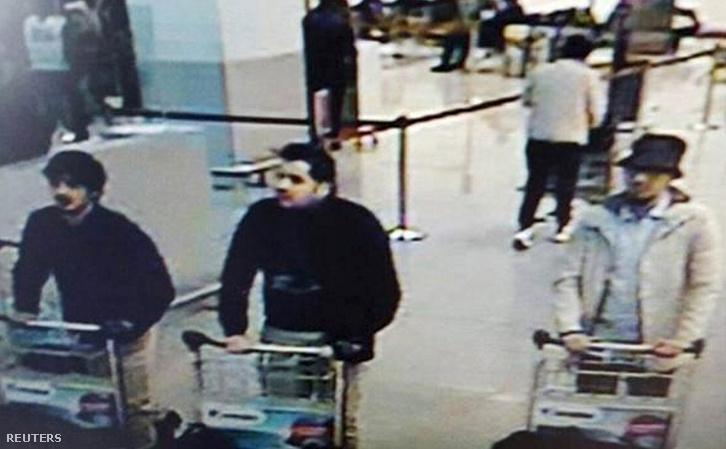 Biztonsági kamera felvétele a három merénylőről a brüsszeli repülőtéren