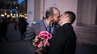 Roma melegesküvő volt a Deák téren