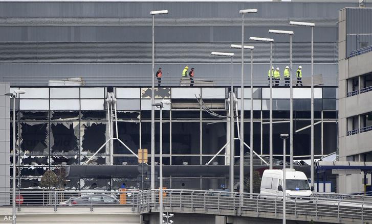 A Zaventem repülőtér megrongálódott épülete március 23-án