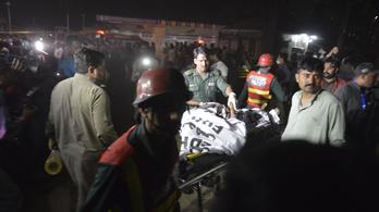 Bomba robbant Pakisztánban, legalább 70-en meghaltak