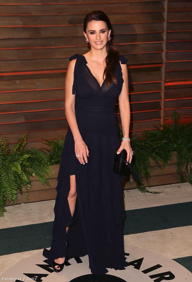 Penelopé Cruz H&M-ben ment a 2014-es Vanity Fair buliba.