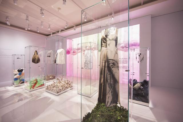 Biopamut, bioselyem és újrahasznosított üveg - ezekből is lehet ruhát készíteni