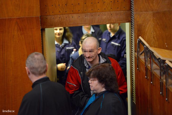 K. Rudolf vádlott érkezik a büntetőper tárgyalására a Budapest Környéki Törvényszéken, 2015. február 24-én.