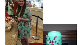 A szállodának és festménynek öltözött nő után itt a teának öltözött