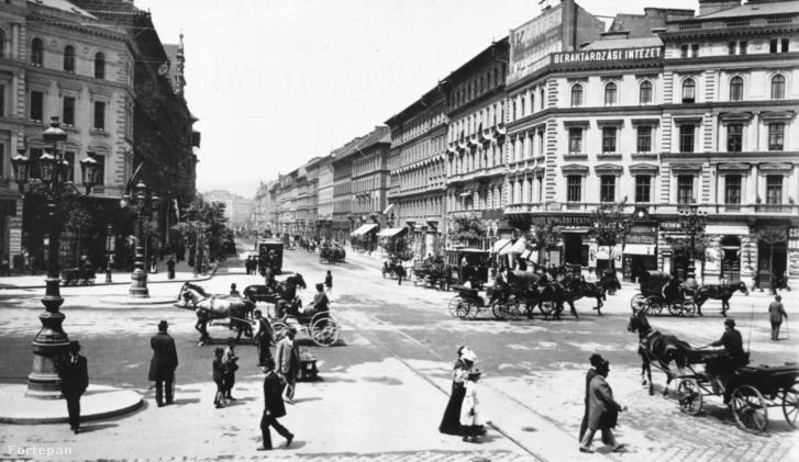 Forgalom a századfordulós Oktogonon