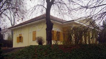 Eladó a legendás budai Óra-villa