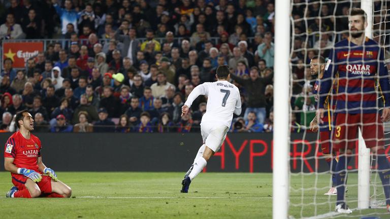 A Real 10 emberrel vette el a Barca veretlenségét: 1-2