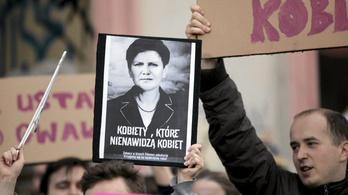 Az abortusztilalom ellen tüntetnek Lengyelországban