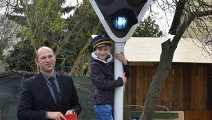 Autista kisfiúval jófejkedett a MÁV
