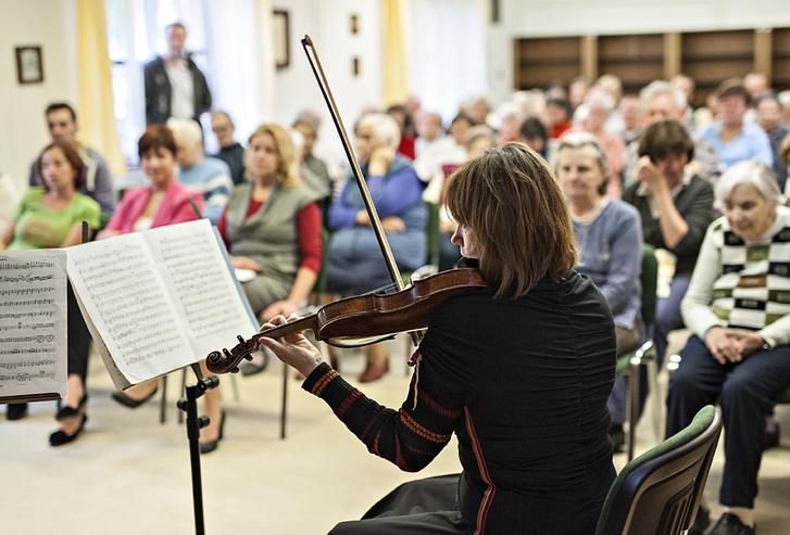 Koncert idősek otthonában