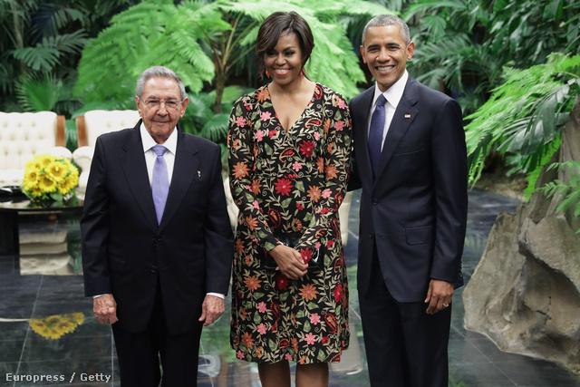 Virágmintás Naeen Khan ruhában pózolt férje és Raoul Castro oldalán Kubában. Az indiai-amerikai származású tervező öltöztette már Beyoncét, Eva Longoriát és Diane Krugert is az elmúlt időszakban.