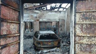 Egy kiégett autó hátsó ülésén találtak egy összeégett holttestet