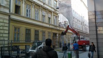 Elpusztítják a régi pesti belvárost
