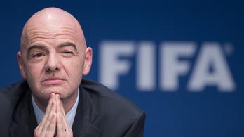 Az új FIFA-elnök nagy duzzogva belement az évi 420 milliós fizetésbe