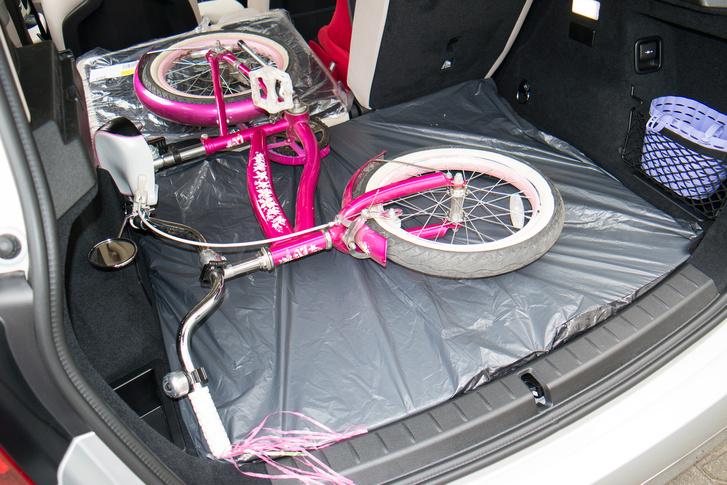 A helyzet az, hogy a nyolcéves lányom bringájáért is fel kell számolni két ülőhelyet, ha nem akarom szétszedni