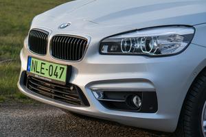 Akár egy normális BMW-ben is folytatódhatna, klasszikus BMW-orr