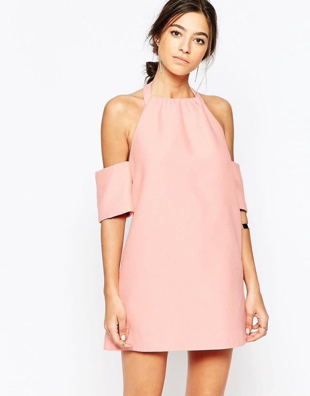 Az ejtett vállú pink ruha 50.290 forint az Asos oldalán.