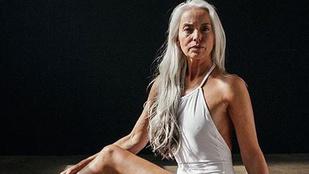 Most éppen nagymamákkal menő bikiniket reklámozni