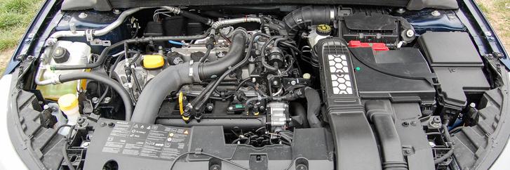 Az 1.2-es Megane motor nagyon kultúrált, kár, hogy agyonverték egy extrém hosszú váltóval