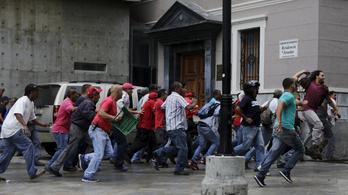 Nagy a baj Venezuelában: már a hajszárítózáson is spórolna az elnök