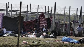 Törvényes menekülteket hagyunk szenvedni a senki földjén