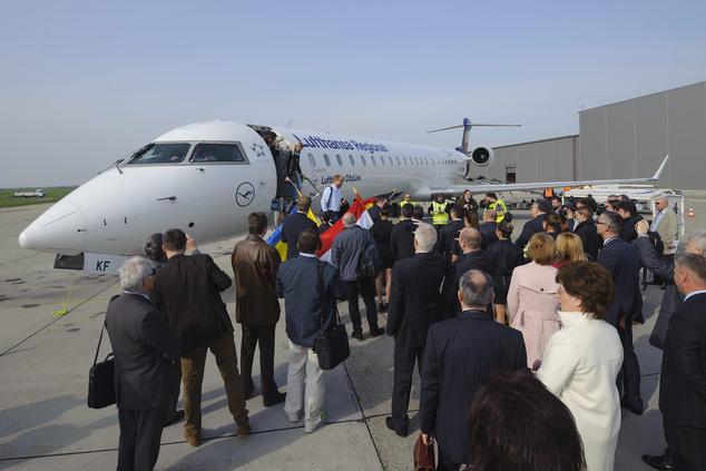 A Lufthansa Bombardier CRJ900 típusú repülõgépe érkezik Münchenbõl a Debreceni Nemzetközi RepülõtérreFotó: Czeglédi Zsolt/MTI