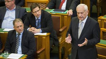 Csak két kormánypárti politikus mert nemmel szavazni