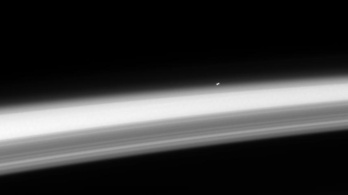 Csodaszép Stephen Hawking célpontja a Szaturnuszról nézve