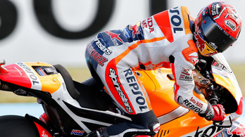 Betöréses lopás a MotoGP-ben, és még Rossi is bukott