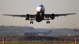 Pánik tört ki egy repülőgépen Párizsban
