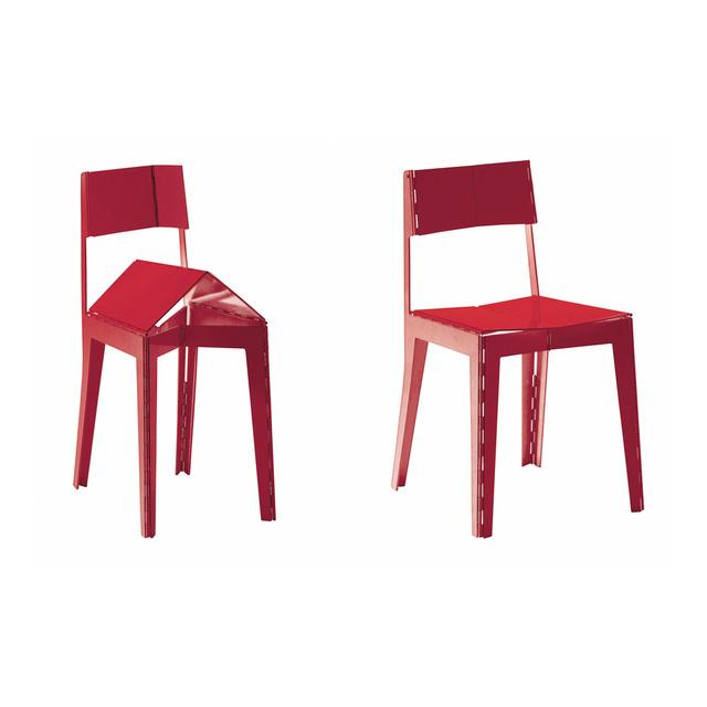 Az olasz Capellini 2008-ban dobta piacra Adam Goodrum 'Stitch' székét, melynek különlegessége az összecsukhatóság mellett, hogy lézervágott alumínium lemezekből gyártották és személyre szabott színkombinációkban is meg lehet rendelni a cégtől.Nekünk ez az egyik kedvencünk az összeállításból, sajnos 231,789 forintot kérne érte a márkánál.