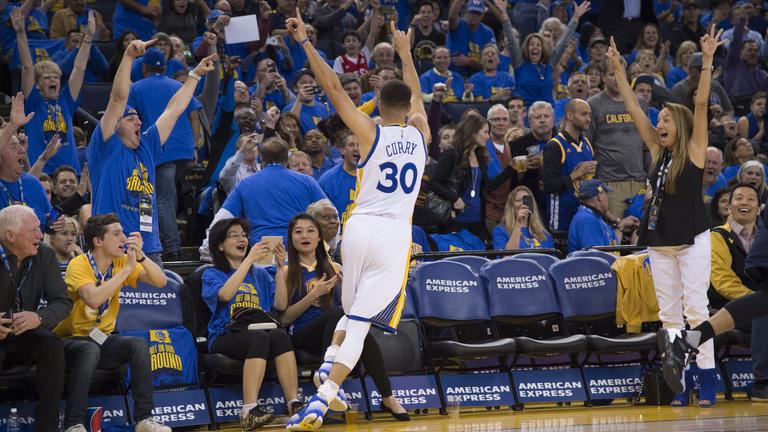 Ledöntötték Jordanék szobrát, a Warriors az NBA új rekordere